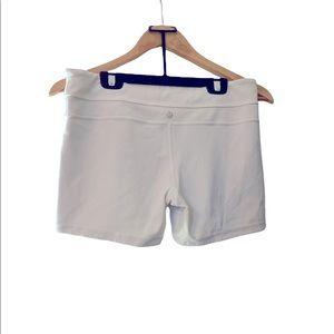😻Cute Lululemon white shorts size 10